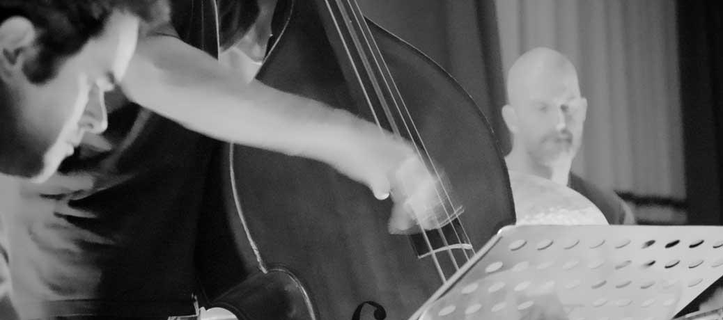 Wolfram Derschmied am Bass